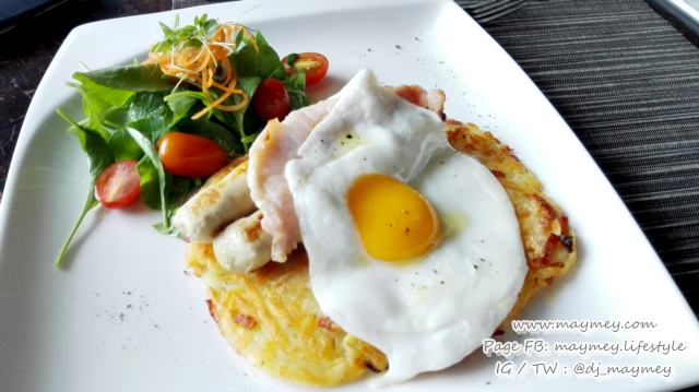 Fried eggs served with ham, bacon and cheese rosti potato