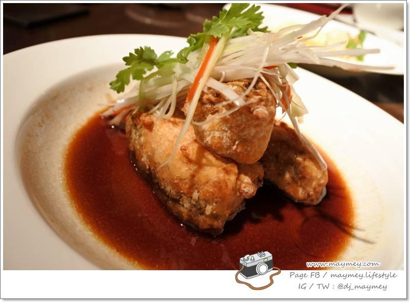 เนื้อปลากระพงทอดราดซอสซีอิ้ว