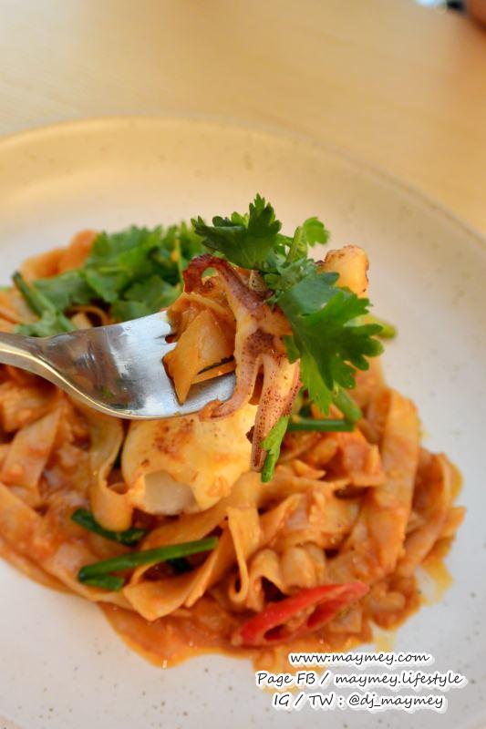 เมนู Squid & Salted Egg with Fresh Pasta (290 บาท)