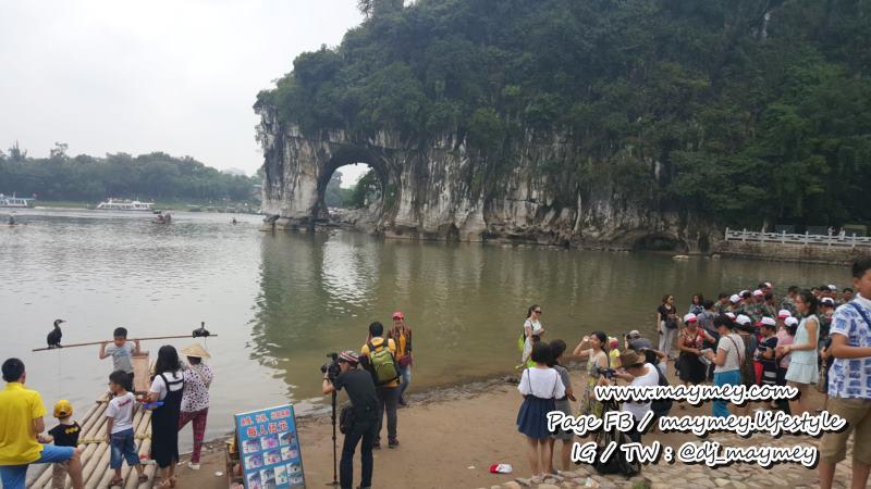 เขางวงช้าง ตั้งอยู่กลางแม่น้ำเลย