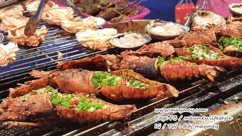 อาหารทะเลย่างสด ๆ ในตลาด