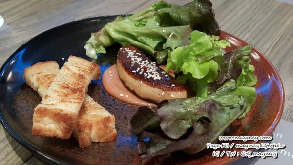 """Foie gras"" ตัวซอสใช้บ๊วยญี่ปุ่น เค็ม อม เปรี้ยว เสิร์ฟพร้อมขนมปัง sourdough ปิ้งกรอบ"