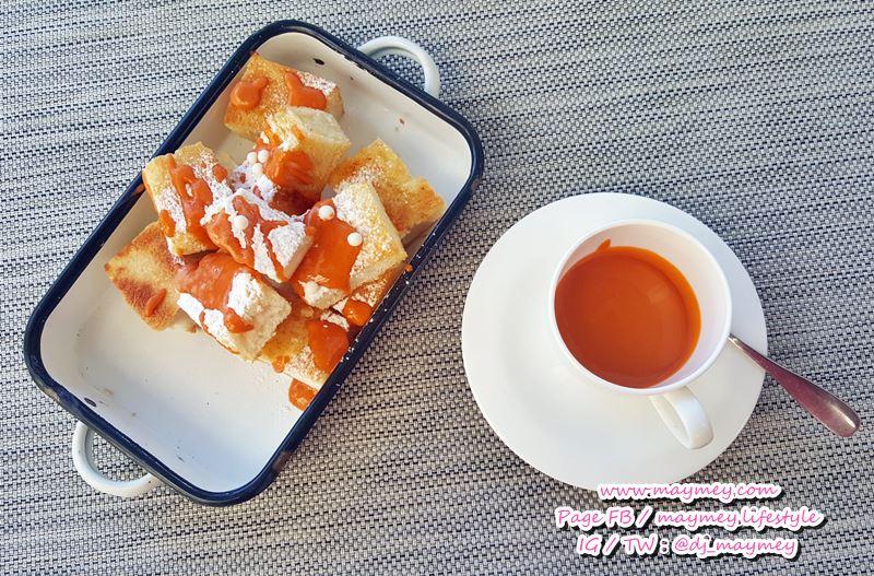 Crispy toast with Thai tea sauce