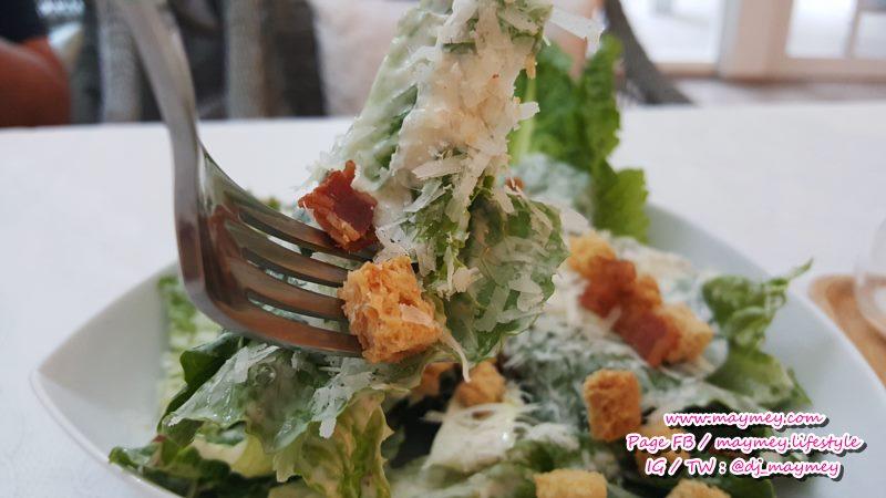 เป็น Caesar Salad ที่อร่อย ถูกปากมากค่ะ