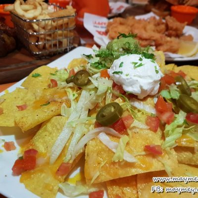 review hooters silom